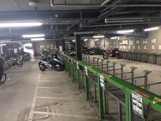 どこへ行ってもさくっと安心して止められるバイク駐車場を